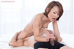 Cock Cumming In Her Hand Sitting On Mans Face